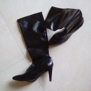 Black size 10 Traspira heeled boots - never worn
